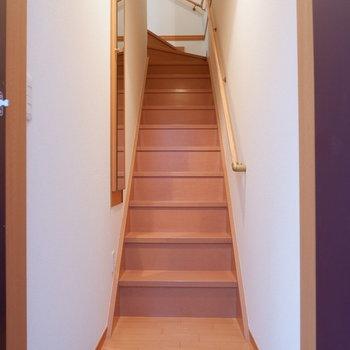 玄関照明は階段昇った先にもありました。