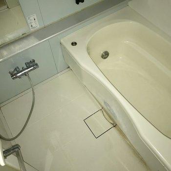 ゆったりサイズのお風呂で毎日の疲れを癒やしましょう ※写真は通電前のものです。
