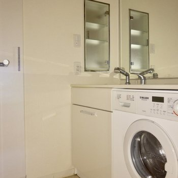 洗濯機がついているのは嬉しいですね  ※写真は通電前のものです。