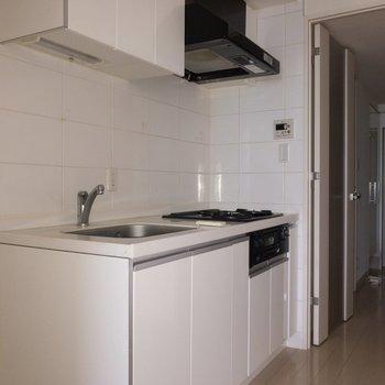 キッチンは収納もたっぷりなんです ※写真は通電前のものです。