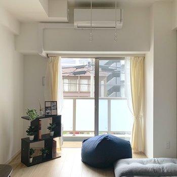 背の低い家具がよく合いますね ※写真は2階の同間取り別部屋のものです