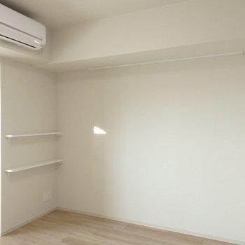 こんなちょこっと棚もあります。※写真は7階の同間取り別部屋のものです