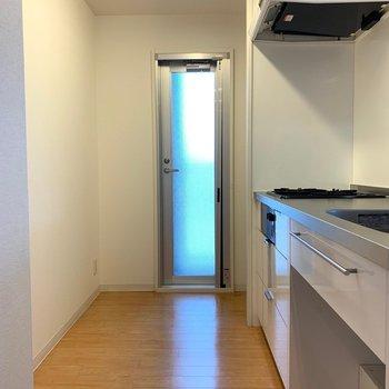 キッチンスペースもゆったり◎(※写真は7階の同間取り別部屋のものです)
