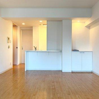 キッチンは対面式◎(※写真は7階の同間取り別部屋のものです)