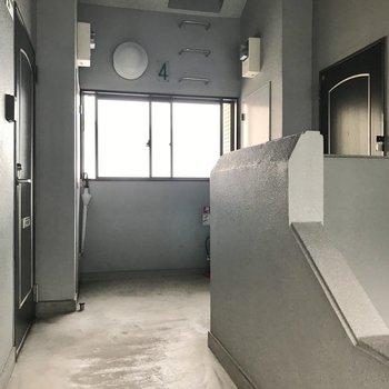 ワンフロア2部屋。右側のお部屋です