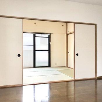 リビングの隣には和室がありました