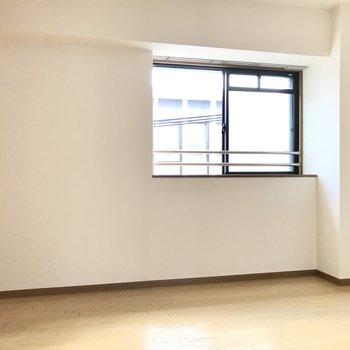 洋室は5.5帖。テレビも置けるし寝室にぴったり