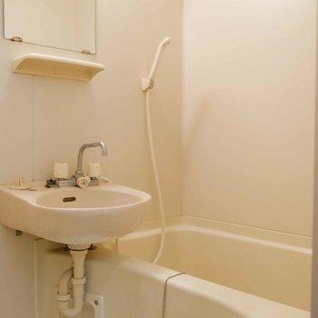 お風呂と洗面所が一緒だとお掃除がしやすいです。