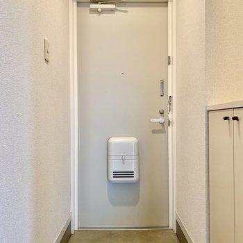 カクッとした玄関スペース。