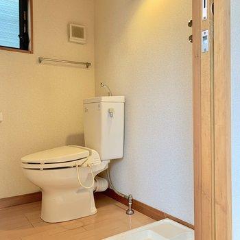 トイレは洗濯機置場と一緒です
