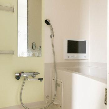 追い炊き、浴室乾燥、ミストサウナなど充実のお風呂!※写真はクリーニング前のものです。
