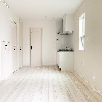 爽やかな、白いお部屋です。