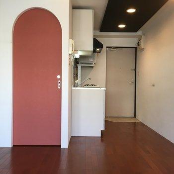 トイレのドアかわいい!アーチって珍しいです。※写真は4階の同間取り別部屋のものです