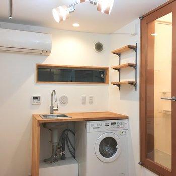キッチンはポータブルIHコンロ付き、お料理スペースもちゃんとありそうです。※写真は前回募集時のものです