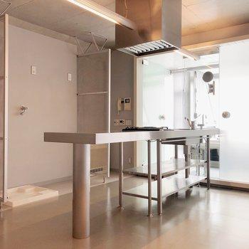 キッチンしたにオープンな収納。