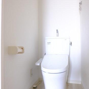 ウォシュレットありのトイレです