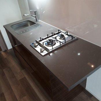 調理スペースがたくさん確保できるキッチンは魅力的。