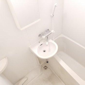 お風呂も広々と。※クリーニング前の写真※写真は11階の反転間取り別部屋のものです