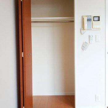 居室のクローゼットも広々と使えますね。※写真は11階の反転間取り別部屋のものです
