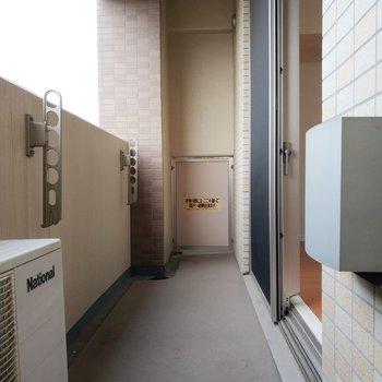 バルコニーは贅沢な長さです。※写真は11階の反転間取り別部屋のものです