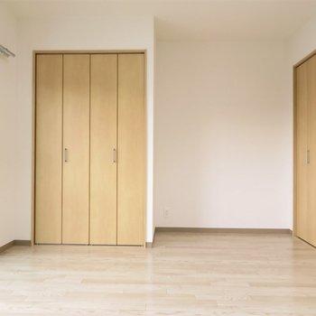 洋室には大きな家具を(※写真は2階の同間取り別部屋のものです)