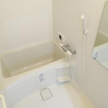 きれいなお風呂です(※写真は2階の同間取り別部屋のものです)