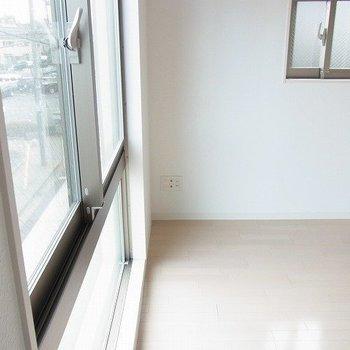 ちょうどいい光の入り方。※写真は1階の同間取り別部屋のものです