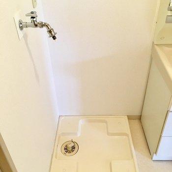 洗面台の隣に洗濯機置き場です。