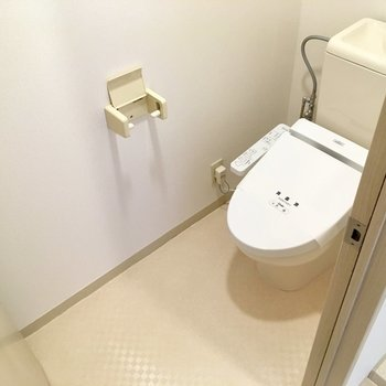 トイレはウォシュレット付き!空間も広々。
