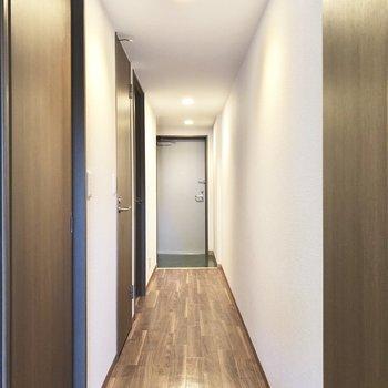 玄関までながーく伸びる廊下。
