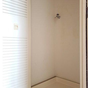 洗濯機置き場は扉で隠せます