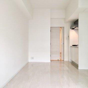 キッチン家電はキッチン横のスペースへ。