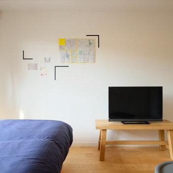 テレビやカーテンもついているので、安心ですね。※壁のポスターはなくなります。