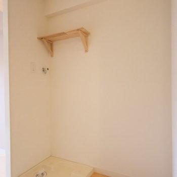 洗濯機置き場も新しく!冷蔵庫もキッチン横に置けます。