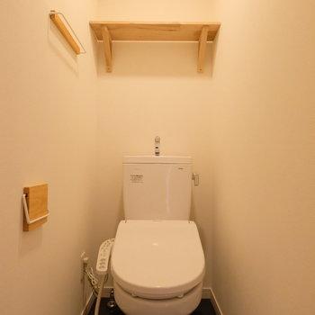 トイレはしっかり個室で、ウォシュレット付き!