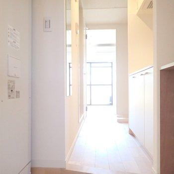 玄関も明るい雰囲気になりました!扉を開けたときの第一印象って大事ですよね。
