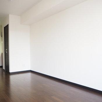 この白い壁に何を飾ろうかな〜※写真は3階の同間取り別部屋のものです