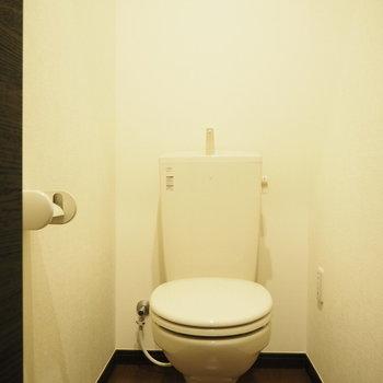 個室トイレです!※写真は3階の同間取り別部屋のものです