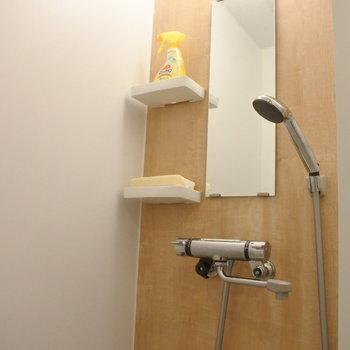 シャワーブースはこんな感じ