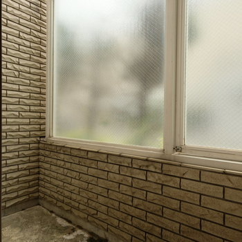 曇りガラスで外からもみえません