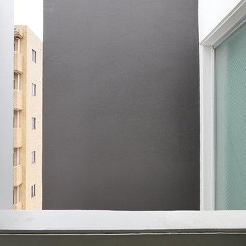 眺望は建物の壁。