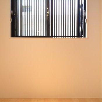 脚立がお部屋に付いているので簡単に届きます※写真は1階の反転間取り別部屋のものです