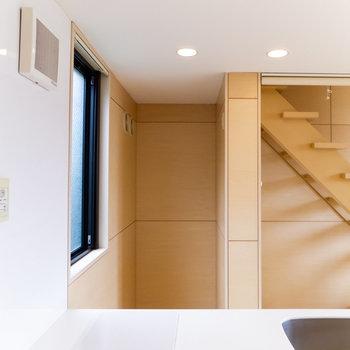 【1F】冷蔵庫は調理台の反対側に。