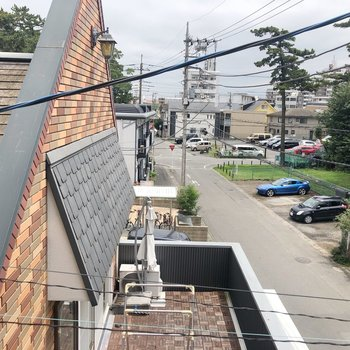 眺望はお隣のお家のベランダ。