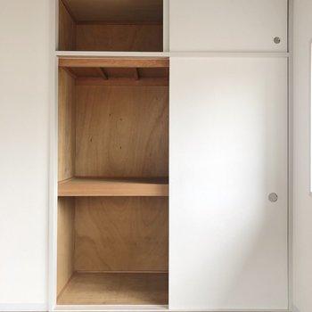 【洋室6畳】こちらは押入れ収納です。