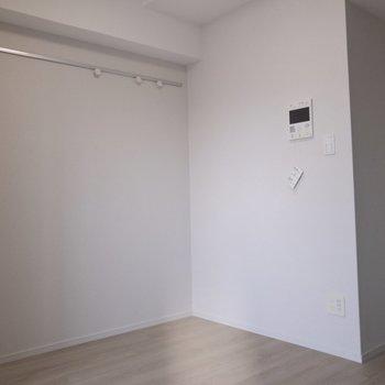 日あたりのいい部屋には、白が似合う