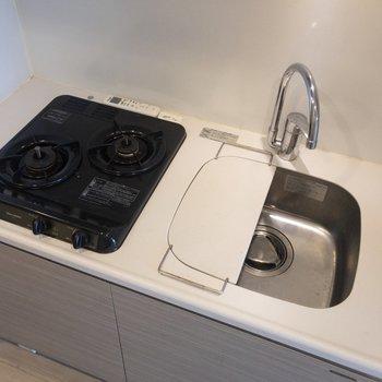 取り外しができる調理スペースで、キッチンを広々と活用できます