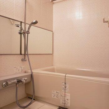 浴室乾燥機つきです