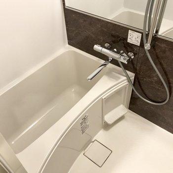 スタイリッシュなお風呂。使いやすいレバーです!(※写真は6階同間取り別部屋のものです)