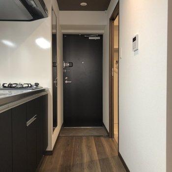 廊下もかっこいい雰囲気(※写真は6階同間取り別部屋のものです)